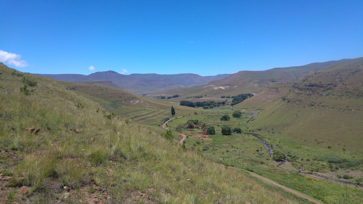 Elternzeit-Reise nach Südafrika - Bergpanorama in Rhodes