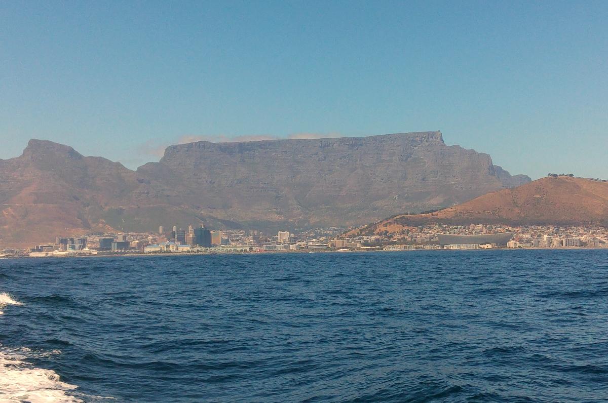 Südafrika - Kapstadt mit Baby - Tafelberg vom Meer aus gesehen