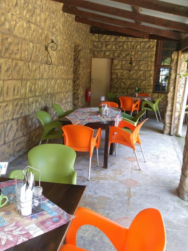 Wild-Fig-Cafe-Oribi-Gorge-Hotel-Tische