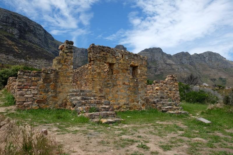 Suedafrika-Kapstadt-Chapmans-Peak-Drive-altes-Fort-Ruine