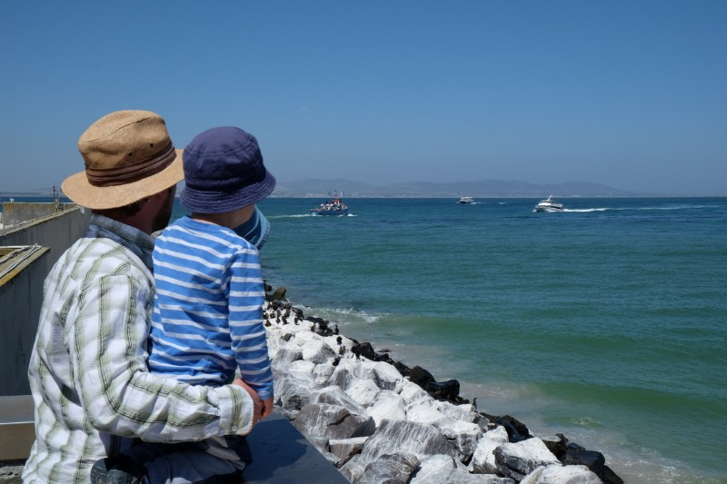 Suedafrika-Kapstadt-Robben-Island-Blick-aufs-Meer