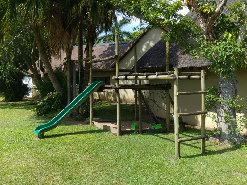Suedafrika-Margate-Riverbend-Crocodile-Farm-Klettergeruest1