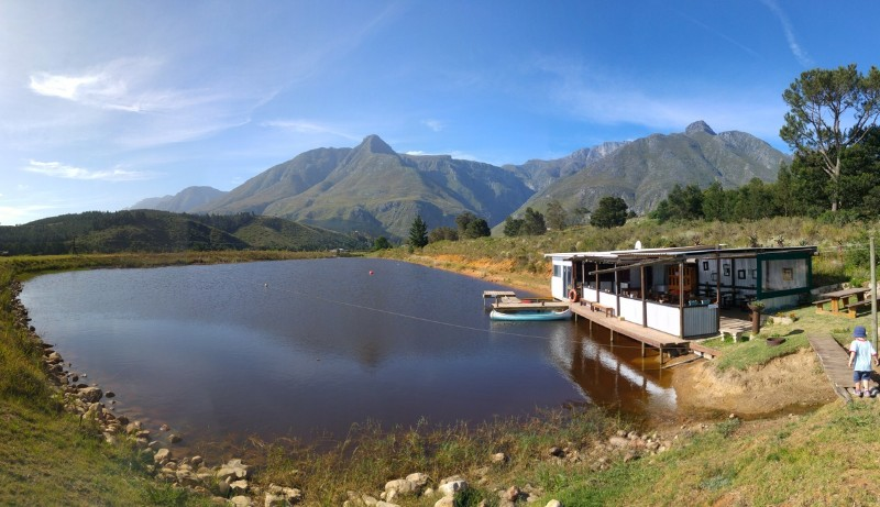 Suedafrika-Swellendam-The-Berry-Guest-Farm-See
