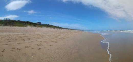 Einsamer Strand in Südafrika - Wie steht es um die Sicherheit in Südafrika?