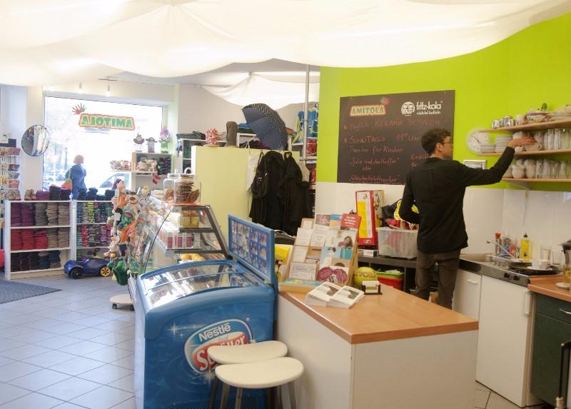 Berlin_Kindercafe_Amitola_Tresen