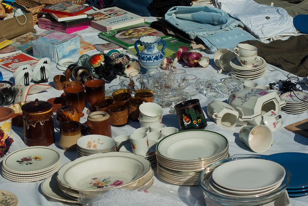 Ideen zum Geld verdienen während der Elternzeit - auf dem Flohmarkt verkaufen