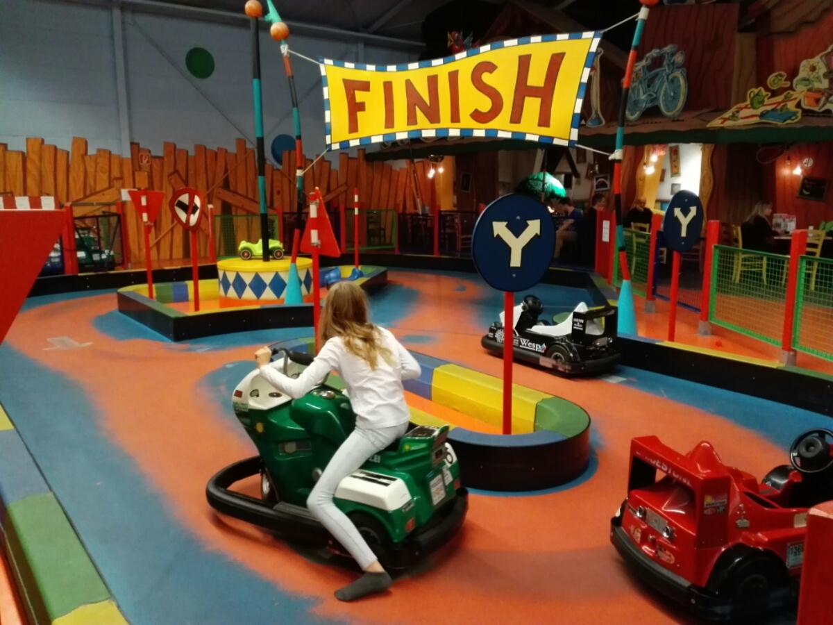 Elektro-Autos für kleine Kinder im Center Parc