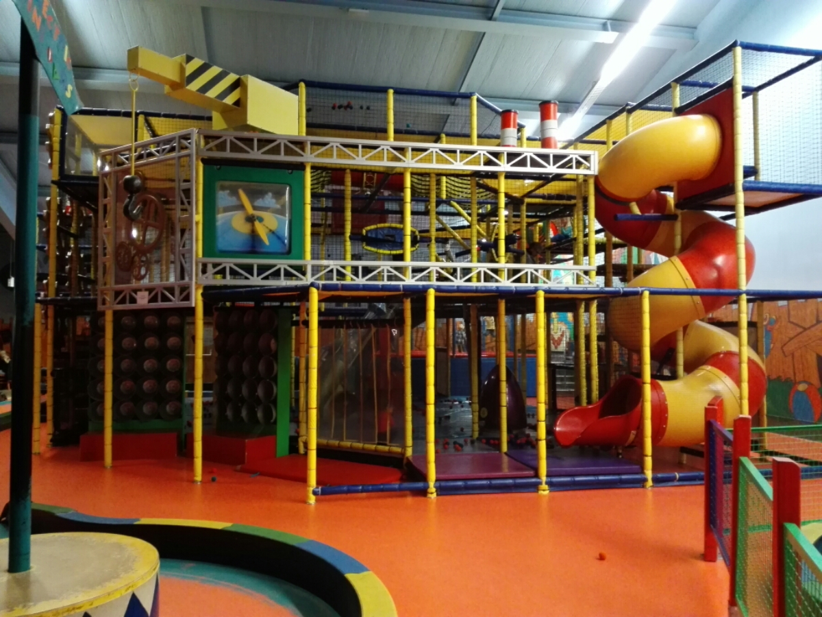 Indoor-Klettergerüst für Kinder im Center Parc